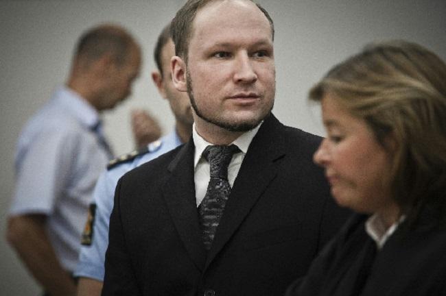 Массовый убийца получит 40000 долларов и четвертую комнату в камере