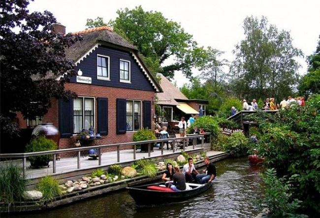 «Голландская Венеция» - удивительная деревня, которая похожа на рай