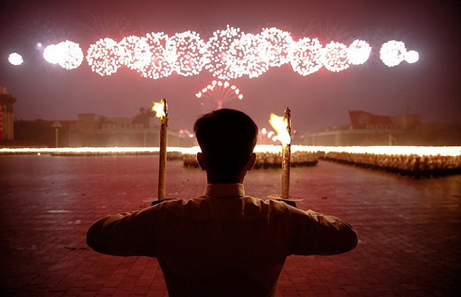 Веселое празднование съезда правящей партии в Северной Корее